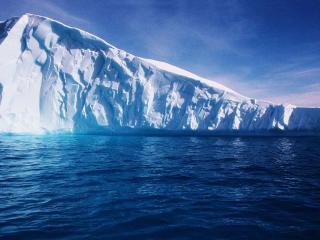 обои Темные воды у айсберга фото