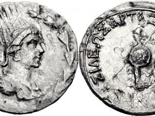 обои Две стороны старой монеты фото