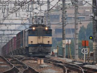 обои Богатые электрокомуникации и товарный поезд фото