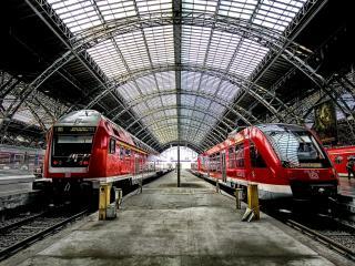 обои Поезда на станции фото