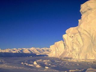 обои Снежные глыбы на берегу замерзшего океана фото