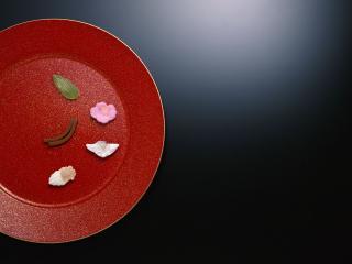 обои Красная миска с интересным содержимым фото