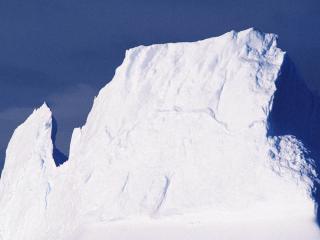 обои для рабочего стола: Одинокий снежный великан