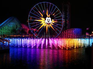 обои Разноцветный бум фонтанов фото