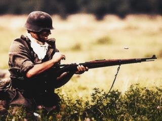 обои Немец перезаряжает винтовку фото