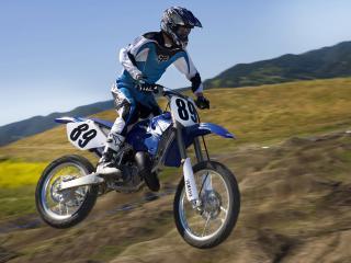 обои Мотоцикл на фоне гор фото