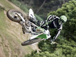 обои Прыжок мотоцикл и лес фото