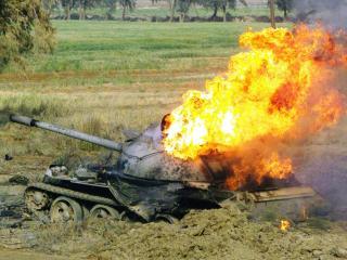 обои Горящий танк фото