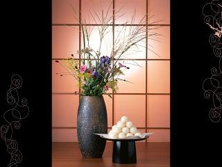 обои Японская ваза с цветами и сладкое безе фото