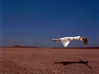 обои Девушка которая летает фото