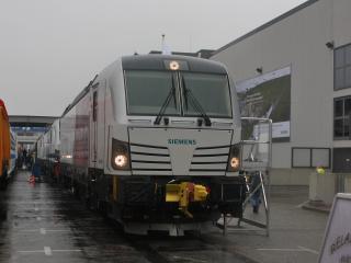 обои Скоростной поезд Siemens на паркинге фото