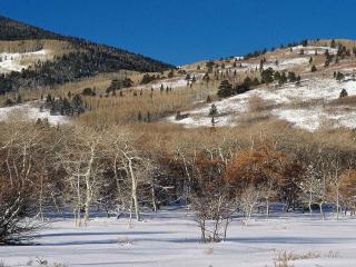 обои Первый снег в горной местности фото