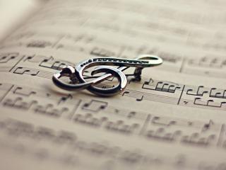обои Скрипичный ключ на нотной тетради фото