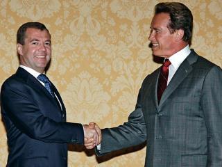 обои для рабочего стола: Дмитрий Медведев и Арнольд Шварценеггер