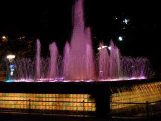 обои Светящийся поющий фонтан фото