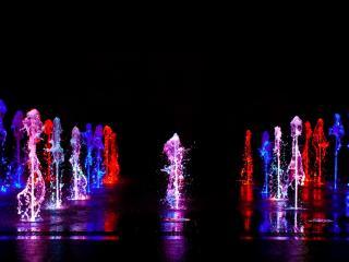 обои Разноцветный фонтан фото