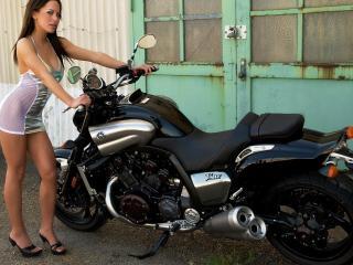 обои Красавица возле мотоцикла фото