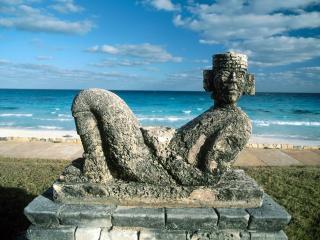 обои Памятник на берегу моря фото