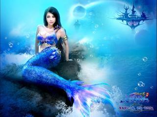 обои Русалка в голубой воде фото