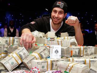обои Д.Дюамеля выиграл главный приз по покеру фото