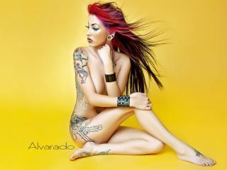 обои Alvarado с татуировкой на правом боку фото