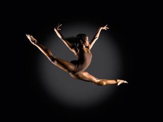 обои Балерина в прыжке фото