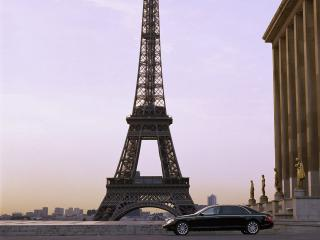 обои The luxurious Maybach 62-S pictured in front of the eiffel tower  фото
