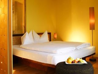 обои Белоснежная спальня в отеле фото