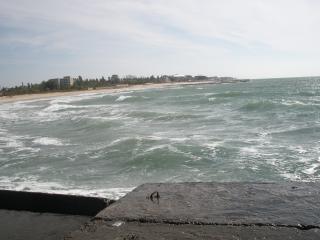 обои Море в Железном порту и волнорез с другой стороны фото