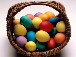 обои Корзинка с пасхальными яйцами фото