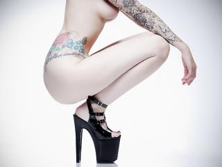 обои Цветные татуировки на руках и пояснице фото