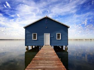 обои Moodywaters дом на озере фото