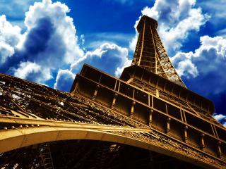 обои Знаменитая Эйфелева башня в Париже вид снизу фото