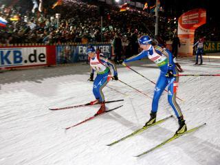 обои Передача эстафеты у лыжников фото