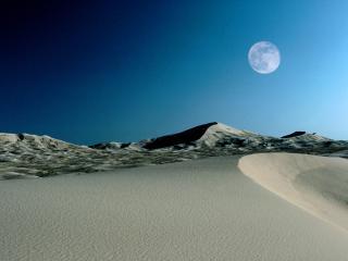 обои Луна над пустыней фото