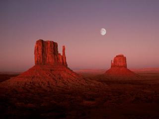 обои Небольшая скала в пустыне фото