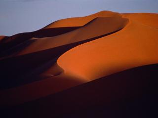 обои Тени от гор в пустыне фото