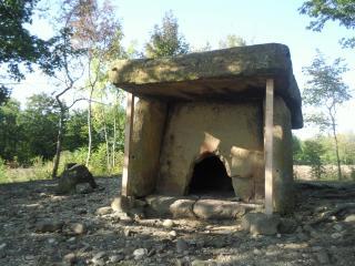 обои Один из дольменов в Геленджике фото