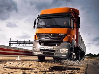 обои Оранжевый Mercedes фото