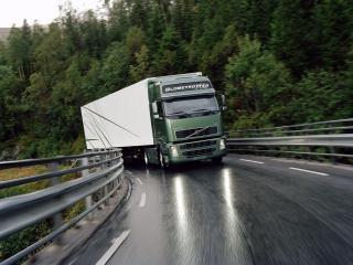 обои Volvo после дождя фото