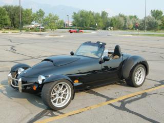 обои Panoz Roadster на стоянке фото