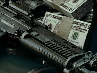 обои Деньги и оружие фото