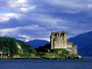 обои Старый замок на берегу фото