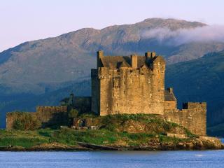 обои Замок на красивом острове фото