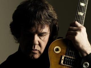 обои Gary Moore с гитарой фото