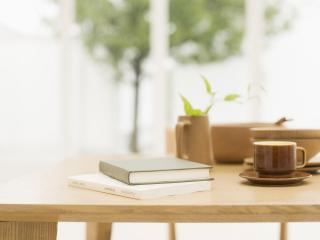 обои для рабочего стола: Книги и кофе на столе