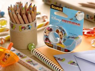 обои Скотч,  карандаши и прочая канцелярия с символикой Диснея фото