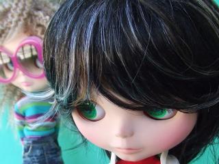 обои Зеленоглазая кукла с длинной челкой фото