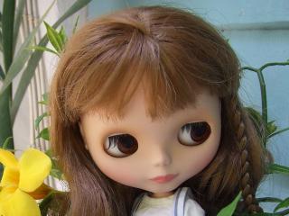 обои Русоволосая куколка с длинными волосами фото