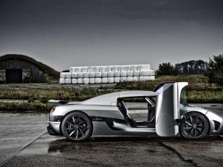обои Автомобилиь Koenigsegg-Agera с открытыми дверьми фото